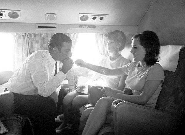 Чому в літаку заборонено палити
